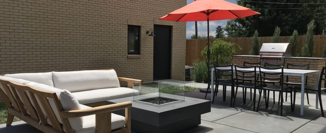 Denver-ModernArchitecture-OudoorLiving-PatioSeating-1100x450.jpg
